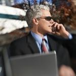Business: Geschäftsmann geht seinen Geschäften nach